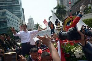 Presiden Jokowi dalam arak-arakan menuju Istana Merdeka, Senin (20/10)