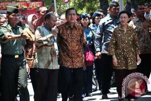 Wapres didampingi Ibu Herawati Boediono Buka Pekan Batik Nusantara, di Pekalongan, Rabu (8/10)