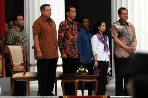 SBY dan Jokowi saat gladi bersih upacara penyambutan dan pelepasan Presiden, di Istana Merdeka, Minggu (19/10)
