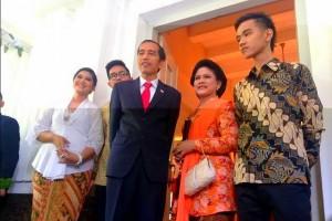 Presiden Joko Widodo, Ibu Negara Iriana, dan putra-putrinya, Senin (20/10)