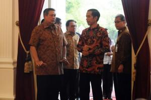 Presiden SBY mendampingi Presiden Terpilih Jokowi memperkanalkan Istana Kepresidenan, Minggu (19/10)