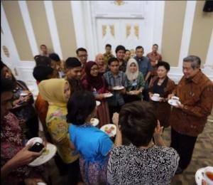 Suasana kopi darat Presiden SBY, Ibu Ani dan para netizen di Istana Yogyakarta, Kamis (16/10)