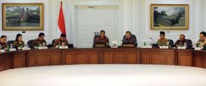 Presiden Jokowi memimpin sidang kabinet perdana di kantor Presiden, Jakarta, Senin (27/10)