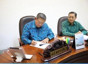 Presiden SBY menandatangani Perpu Pilkada Langsung Dengan 10 Perbaikan