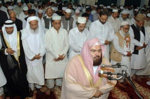 Sheikh Abdurrahman As-Sudais saat memimpin solat di Masjidil Haram, Mekkah
