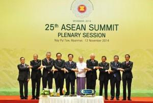 Presiden Jokowi bersama kepala pemerintahan negara ASEAN, di Nay Pyi Taw, Myanmar, Rabu (12/11)