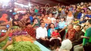 Jokowi-di-Pasar-Panorama-BKL-750x422
