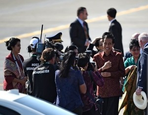 Jokowi diserbu wartawan di Brisbane1