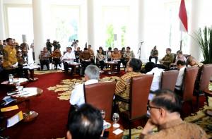 Gubernur Sulsel menyampaikan keluhannya kepada Presiden Jokowi saat rakor di Istana Bogor, Senin (24/11)