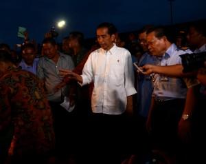 Presiden Jokowi mengunjungi Pelabuhan Perikanan Samudera, Kendari, Kamis (6/11)