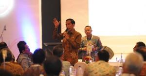 Presiden Jokowi dalam Kompas 100 CEO Forum, di Jakarta, Jumat (7/11)
