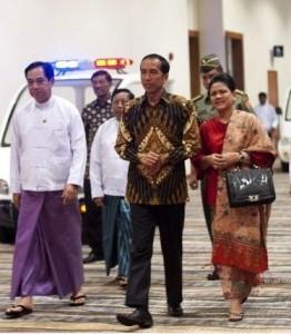 Presiden Jokowi dan Ibu Negara Iriana tiba di Bandara Nay Pyi Taw, Myanmar, Selasa (11/11)