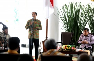 Presiden Jokowi saat memberikan pengarahan pada Rakor dengan Gubernur di Istana Bogor, Senin (24/11)