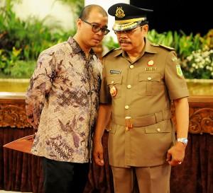 Seskab Andi Wijayanto berbincang dengan Jaksa Agung Prasetyo, beberapa waktu lalu