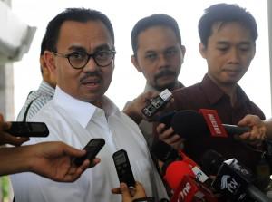 Menteri ESDM Sudirman Said menyampaikan Keppres penunjukan Amien Sunaryadi sebagai Kepala SKK Migas, di Istana Negara, Jakarta, Rabu (19/11)