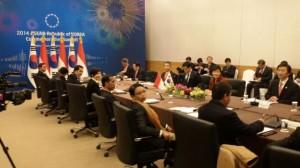 Suasana pertemuan bilateral Presiden Jokowi dengan Presiden Korsel Park Geun Hye, di Busan, Kamis (11/12)