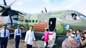 Presiden Jokowi dan Ibu Negara Iriana setibanya di Banjarmasin melanjutkan perjalanan ke Kotabaru, Kalsel, Senin (15/12)
