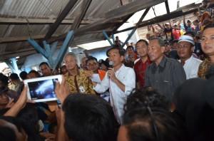 Presiden Jokowi bertemu para nelayan Tambaklorok, Semarang, Selasa (2/12)