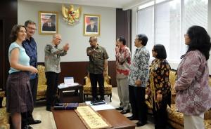 Seskab Andi Wijayanto didampingi para deputi menerima kunjungan Dubes Jerman Georg Witschel , di ruang kerjanya, Jumat (12/12)