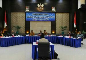 Suasana seleksi wawancara calon Hakim Konstitusi MK, di Kemensetneg, Jakarta, Senin (22/12)