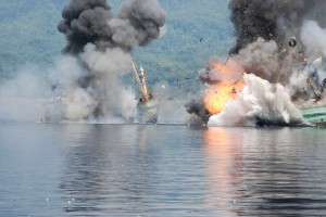 2 Kapal berbendera PNG, KIA Century 4 dan KIA Century 7 ditenggelamkan di Selat Ambon, Maluku, Minggu (21/12)