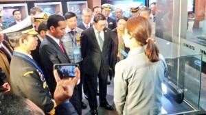 Presiden Jokowi mengunjungi perusahaan produsen kapal di Busan, Korsel, Kamis (11/12)