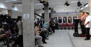 Wapres Jusuf Kalla didampingi Menko Perekonomian Sofyan Jalil dan Menkeu Bambang Brodjonegoro dalam keterangan pers di Jakarta, Rabu (17/12)