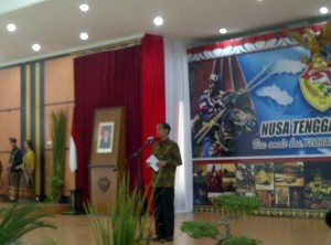 Presiden Jokowi memberikan sambutan pada HUT ke-56 Provinsi NTT, di Kupang, Sabtu (20/12)