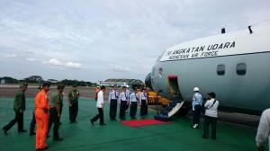 Presiden Jokowi langsung terbang ke Pangkalan Bun dengan pesawat  Hercules C-130 dari Bandara Halim Perdanakusuma, jakarta, Selasa (30/12) sore