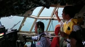 Presiden Jokowi melihat langsug lokasi jatuhnya pesawat AirAsia QZ8501, di Pangkalan Bun, Kalteng, Selasa (30/12) petang