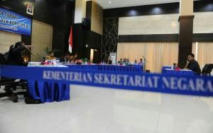 Suasana seleksi wawancara Hakim Konstitusi di Kemensetneg, Jakarta, Selasa (23/12)