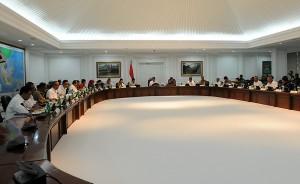 Suasana Rapat Terbatas bidang PMK yang dipimpin Presiden Jokowi, di kantor Presiden, Jakarta, Rabu (17/12) siang