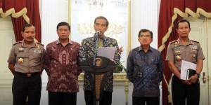 Presiden Jokowi saat mengumumkan penunjukan Wakapolri sebagai Kapolri, di Istana Merdeka, Jakarta, Jumat (16/1) malam