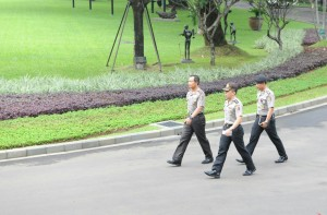 Kapolri Jendral Sutarman seusai bertemu Presiden Jokowi, di kompleks Istana Kepresidenan, Jakarta, Jumat (16/1) pagi
