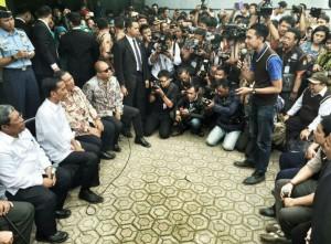 Presiden Jokowi mendengar masukan warga Bandung, Senin (12/1)