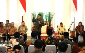 Presiden Jokowi memberikan pengarahan dalam pertemuan dengan Bupati, di Istana Bogor, Jabar, Jumat (23/1)