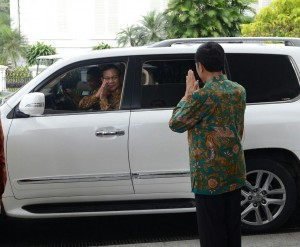 Presiden Jokowi melepas kepergian Prabowo Subianto seusai keduanya bertemu di Istana Bogor, Jabar, Kamis (29/1)