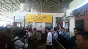 Presiden Jokowi mengunjungi Pos Pemeriksaan Lintas Batas, di Entikong, Kalbar, Rabu (21/1)