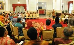 Menko Perekonomian Sofyan Jalil mewakili Presiden Jokowi saat menerima pemenang penghargaan Adhikarya Pangan Nusantara, di Istana Negara, Jakarta, Jumat (16/1) pagi.
