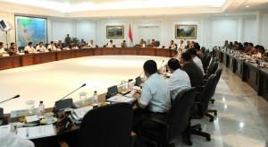 Presiden Jokowi didampingi Wapres Jusuf Kalla memimpin Sidang Kabinet Paripurna, di kantor Presiden, Jakarta, Rabu (7/1)