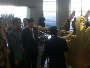 Presiden Jokowi didampingi Ibu Negara mengunjungi lokasi bersejarah di Bandar Seri Begawan, Brunei Darussalam, Sabtu (7/2)