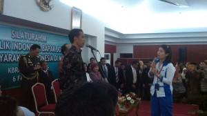 Presiden Jokowi berdialog dengan warga Indonesia di Malaysia, di KBRI Kuala Lumpur, Jumat (6/2) malam
