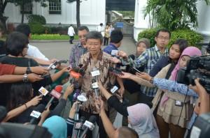 Dirut PT Jababeka Setyono Djuandi Darmono menjawab wartawan seusai dipanggil Presiden Jokowi, di Istana Merdeka, Jakarta, Selasa (3/2)