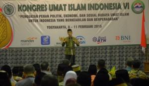 Presiden Jokowi memberikan sambutan pada penutupan Kongres Umat Islam Indonesia, di Hotel Inna Garuda, Yogyakarta, Rabu (11/2)