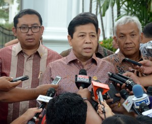 Ketua DPR Setya Novanto didampingi pimpina DPR-RI lainnya memberikan keterangan pers seusai diterima Presiden Jokowi, di Istana Merdeka, Jakarta, Senin (2/2) sore