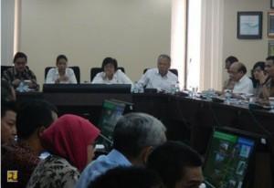 Menteri PU dan Pera Basuki H. didampingi sejumlah menteri Kabinet Kerja membahas pembanguan infrastruktur di Lampung dan Sumsel, di Jakarta, Senin (23/2)