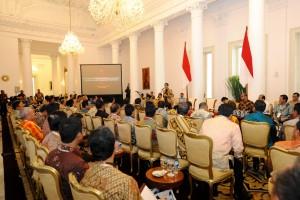 Presiden Jokowi memberikan sambutan pada pertemuan dengan Walikota se Indonesia, di Istana Bogor, Jabar, Jumat (20/2)