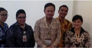 Walikota Bogor Bima Arya (tengah) saat tiba di Istana Bogor, Jumat (20/2)