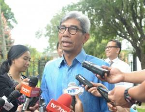 Wakil Menlu AM. Fachir menjawab wartawan di Istana Bogor, Selasa (7/2)