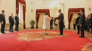 Presiden Joko Widodo menerima surat kepercayaan dari 6 (enam) duta besar baru negara sahabat, di Istana Negara, Jakarta, Kamis (19/3)
